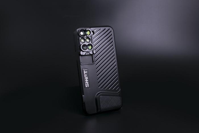 iPhone7plusを多彩なレンズ搭載カメラにするケース